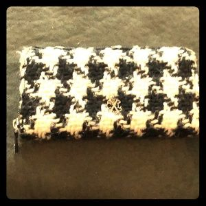 Black and White Houndstooth Zipper Wallet